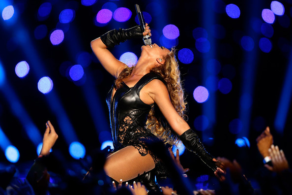 Beyonce yaktı! Super Bowl 2013 Video
