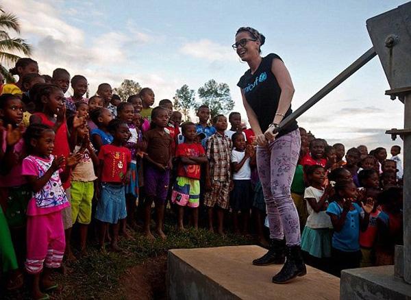 Katy Perry'den anlamlı ziyaret