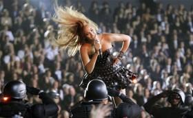 Beyonce konser esnasinda