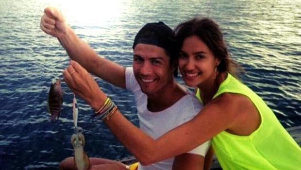 cristiano-ronaldo-irina-shayk-yunanistan-mikonos-adasında-tatilde (13)