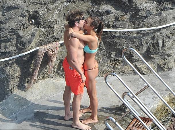Irina Shayk ve Bradley Cooper İtalya plajları