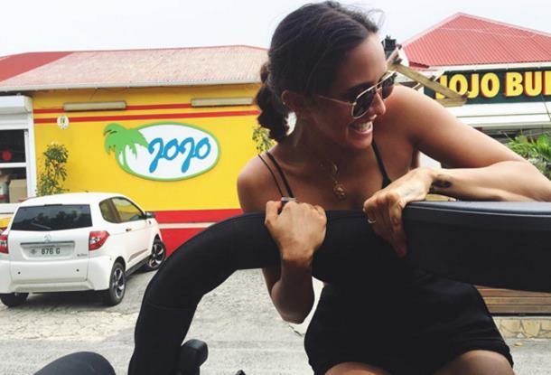 Bella Hadid St. Barts adasında tatilin tadını çıkarıyor