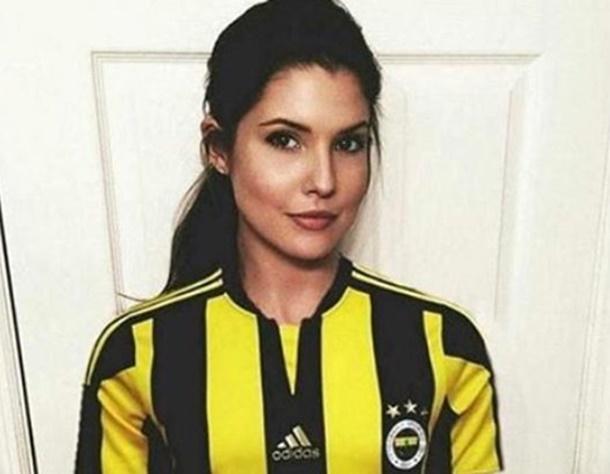 Amanda Cerny Fenerbahçe Formasıyla Poz Verdi