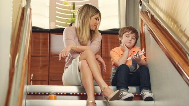 Jennifer Aniston ve Cooper Emirates reklamında
