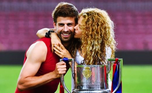Gerard Pique Shakira ikilisi Camp Nou Stadyumu'nda