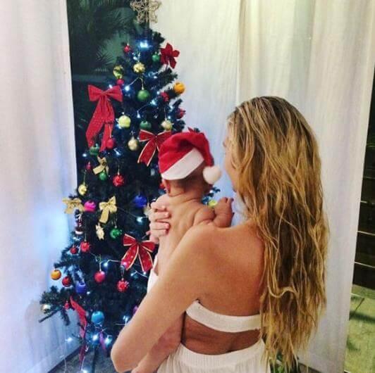 Candice Swanepoel Bebeğini Büyütüyor