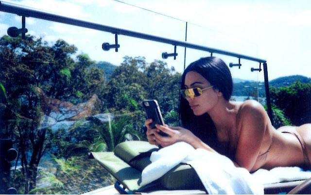 Kim Kardashian'dan Kosta Rika Pozu