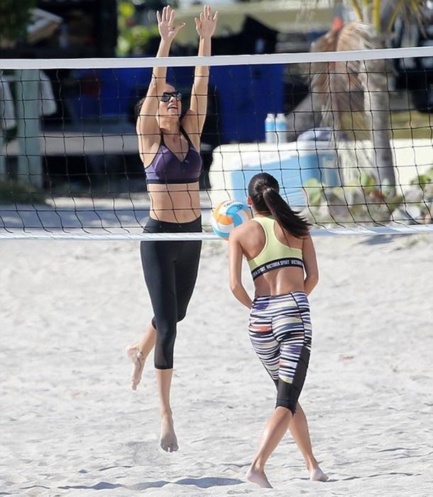 Adriana Lima Miami Sahillerinde Plaj Voleybolu Oynadı