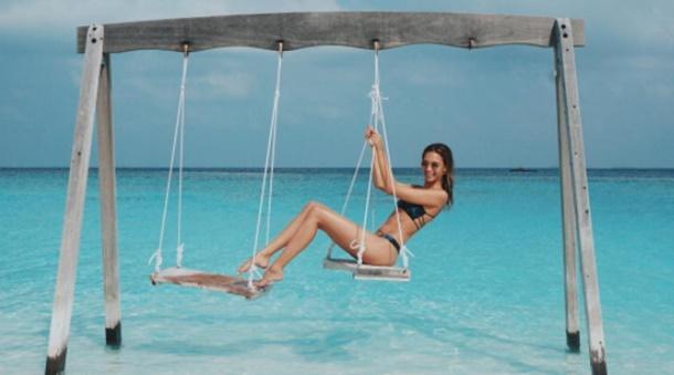 Ünlü Şarkıcının Sevgilisi Maldivler Tatilinde Yine Rahat Duramadı