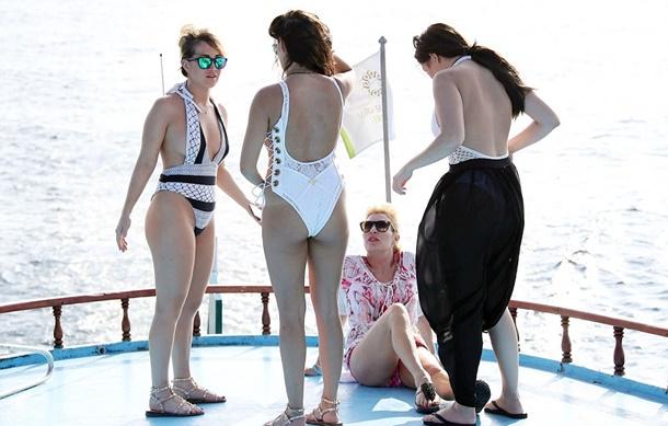 Chloe Goodman ve kardeşleri Maldivler tatili
