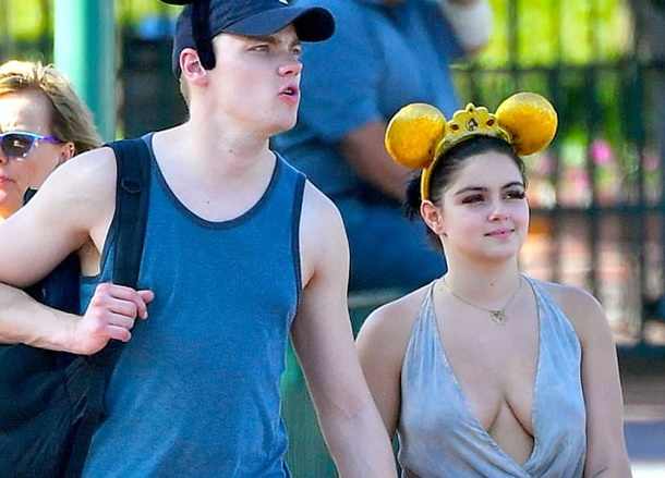 Ariel Winter Disneyland'da