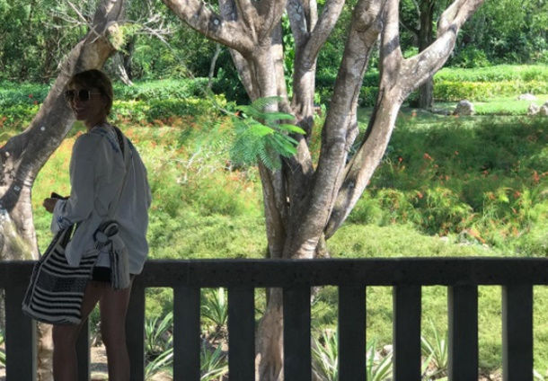 Cansu Dere Ve Ece Sükan Bali Adasında