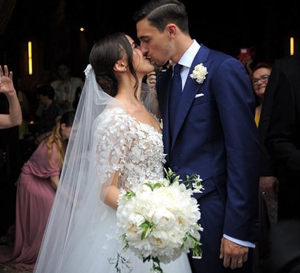 Yıldız Futbolcu Rüya Gibi Bir Törenle Milano'da Evlendi