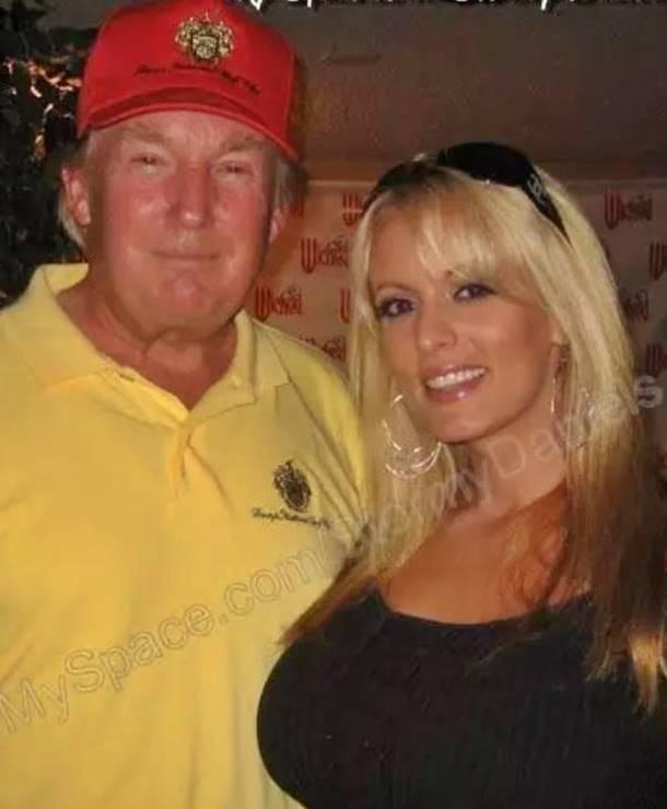 Donald Trump ile First Lady Melania Arasına Porno Yıldızı Girdi