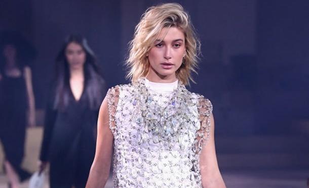 Hailey Baldwin Milano Moda Haftasında Gözlerin Pasını Sildi