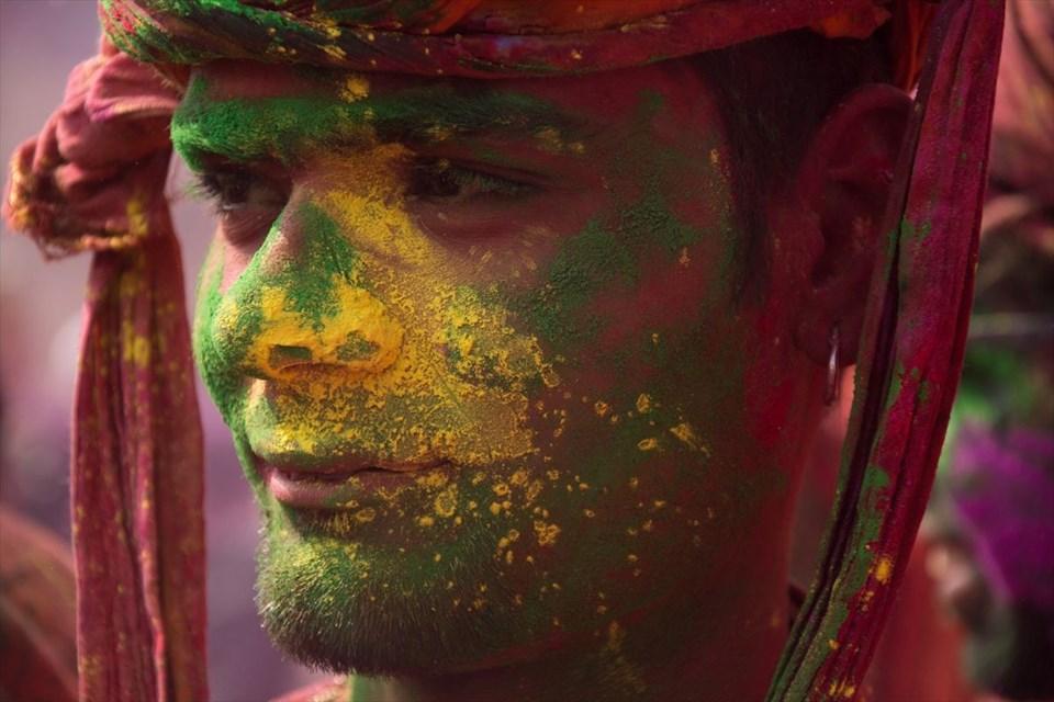 Hindistan Holi Festivali Renkli Görüntülere Sahne Oluyor
