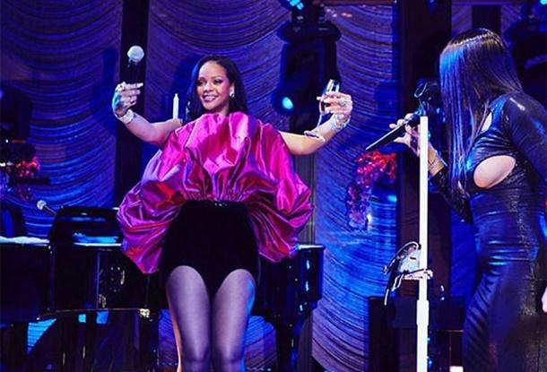 Rihanna Yeni Yaşına New York'ta Verdiği Gizli Partiyle Girdi!