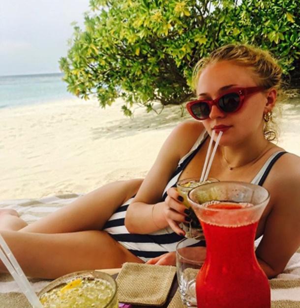 Game of Thrones'un Sansa Stark'ı Sophie Turner Maldivler Tatilinde