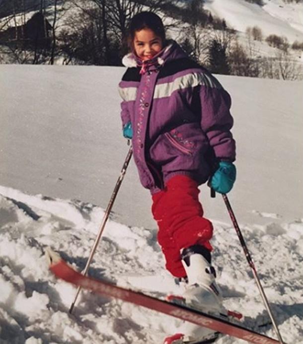 Azra Akın  Kayak Tatilinde