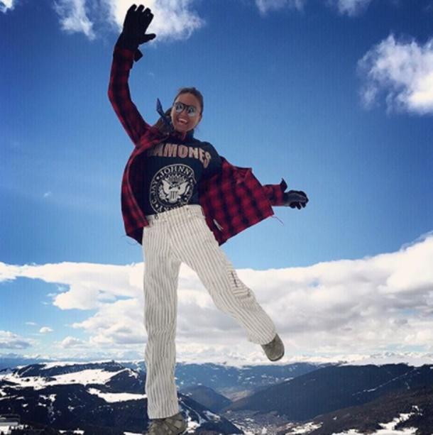Eda Taşpınar İtalya'da kayak turuna çıktı