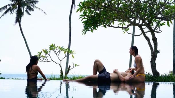 Crazy Rich Asians filminin yıldızları Bali adasında tatildeler