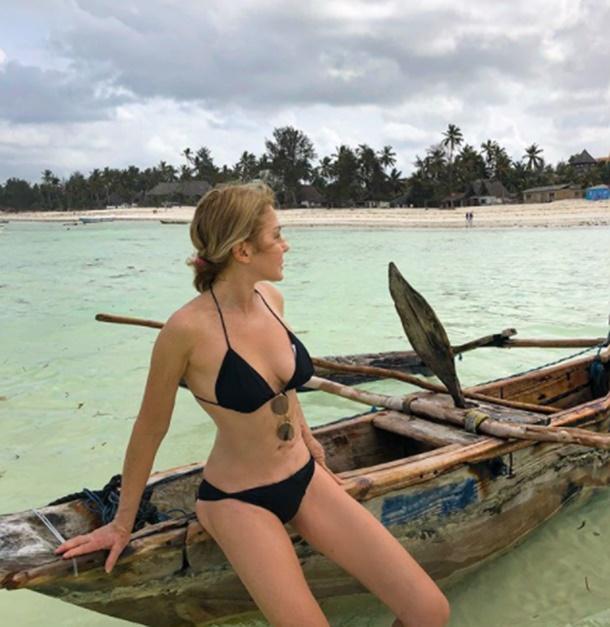 İtalyan Güzel Silvia Caruso'nun Zanzibar Çıkarması
