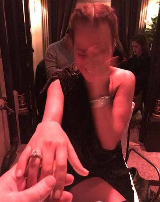 Bengü Paris'te aldığı evlilik teklifine 'evet' dedi