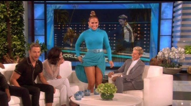 Jennifer Lopez canlı yayında dans ederken frikik verdi