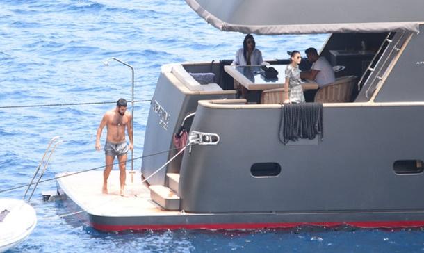 Arda Turan ile Aslıhan Doğan tekne turunda